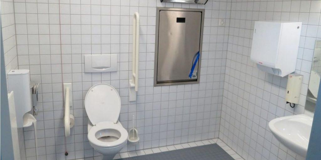 Accessori Da Bagno Per Disabili.Allestimento Di Un Bagno Per Disabili Cosa Considerare Arcshop Arcshop Blog