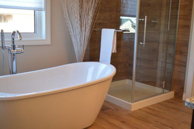 Box doccia: meglio sceglierlo in acrilico o in cristallo?