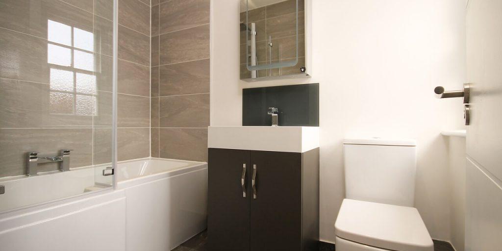 5 soluzioni salvaspazio per arredare il bagno